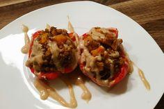 Auch diese mit Linsen gefüllten Paprika stammen aus Vegan For Fit, wunderhübsch präsentiert von Natja