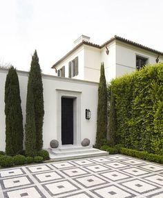 Entry Courtyard :: Italian style