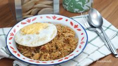 Recipe with video instructions: Delicious fried rice served with fried egg on top.  Ingredients: 500 gr Rice, 2 eggs, 100 gr of chicken, diced, 3 cloves garlic, 5 cloves shallot, 5 pieces cayenne, 1 stalk Leek, sliced, 3 tbsp. sweet soy sauce, 1 tbsp. Soy sauce, Salt as needed, Pepper as needed, Cooking Oil (Palm oil/coconut oil), Fried onions, Crackers