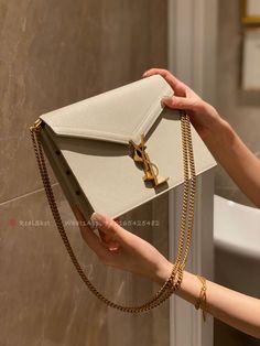 Dior Handbags, Best Handbags, Replica Handbags, Cute Purses, Purses And Bags, Fendi, Saint Laurent Bag, Latest Bags, Accesorios Casual