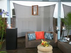 It's good to have a beautiful backyard where you can have a quality time with your family & friends. Check out these DIY outdoor privacy screen ideas. Backyard Movie Screen, Backyard Privacy Screen, Outdoor Privacy, Privacy Walls, Privacy Plants, Privacy Screens, Outdoor Lounge, Porch Privacy, Screen Plants