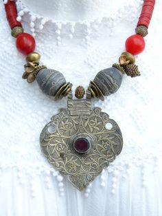 Vintage Middle Eastern Central Asian Pendant  door beadartaustria, $220.00