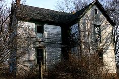 Google Image Result for http://my.hsj.org/Portals/2/Schools/1622/Article302928_HauntedHouses%5B1%5D.jpg