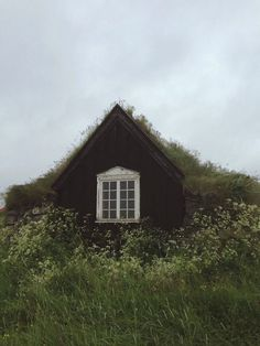 #Cosy-looking little #cottage on a cloudy day.