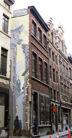 François Schuiten  -LePassage / De Doorgang- C'est en 1980, après une visite avec Benoît Peeters au Palais de Justice de Bruxelles, que F. Schuitenimagine la série des -Cités obscures- avec un «Passage» vers un univers parallèle au nôtre, qui doit énormément à sa passion pour l'architecture.      (n°11) InaugurationAout 1995.