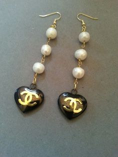 Chanel Charm Heart Earrings Freshwater Pearls ArmCandyDesignZ on Etsy custom Valentine's Day Chanel Men, Chanel Fashion, Coco Chanel, Fashion Drug, Ladies Fashion, Chanel Jewelry, Fashion Jewelry, Best Friend Jewelry, Glamour