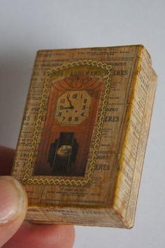 Joëlle a fêté son anniversaire il y a quelques jours. Elle travaille en ce moment à la réalisation d'une boutique miniature d'horlogerie...