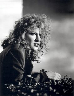 Listen to music from Bette Midler like The Rose, Wind Beneath My Wings & more. Find the latest tracks, albums, and images from Bette Midler. Bette Midler, Divas, Bette Davis, Film Serie, Hollywood Celebrities, Famous Faces, Celebrity Photos, Betta, Ikon