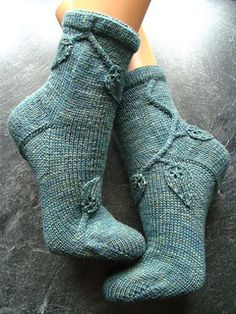Wunsch Blatt Socken pattern by Sonja Köhler - in german and english, knit Loom Knitting, Knitting Socks, Free Knitting, Crochet Socks, Knit Crochet, Knit Socks, Patterned Socks, Knitting Accessories, Pulls