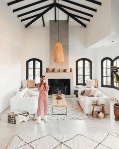 Spanish style homes – Mediterranean Home Decor Interior Design Minimalist, Scandinavian Interior Design, Home Interior Design, Interior Livingroom, Apartment Interior, Interior Paint, Apartment Ideas, Home Decor Styles, Cheap Home Decor