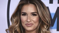 AMAs Hair & Makeup: Best Beauty Looks On Jessie James Decker, Demi Lovato & More https://tmbw.news/amas-hair-makeup-best-beauty-looks-on-jessie-james-decker-demi-lovato-more  There were so many gorgeous hair and makeup looks at the AMAs on November 19, it's hard to pick a favorite! See the best beauty looks of the night in photos below!Tons of gorgeous ladies hit the carpet for the AMAs in Los Angeles on November 19. We were DYING to see Selena Gomez's look, since she's been out of the…