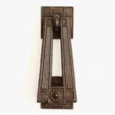 An antique cast iron door knocker by James Collins of Birmingham. A totally complete and original item, which matches item 1668 pair of cast iron door pulls. Of identical design and suitable for doors up to 4.5 cm thick. Will fit thicker doors, with a suitable depth of counter bore. A lovely original item. Both decorative backplates are 5.5 cm square.