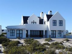 Rocherpan - Rocherpan is a sea front house, ideal for guests looking for comfortable lodging with lovely sea views, in Dwarskersbos. The house is tastefully decorated with three en-suite bedrooms, an open-plan fully .