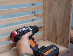 Maak een eiken radiatorombouw | Stappenplan Diy Radiator Cover, Car Cleaning, Cool Diy, Wood Art, Diy Furniture, Tile Floor, Projects To Try, Indoor, Flooring