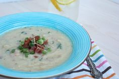 You read the title right, there are NO-Potatoes in this comforting bowl of creamy bacon goodness. Instead, I used cauliflower, making this soup low carb and paleo friendly.