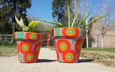 Macetas pintadas a mano. Hand painted claypots. Facebook: A'cha Pots.