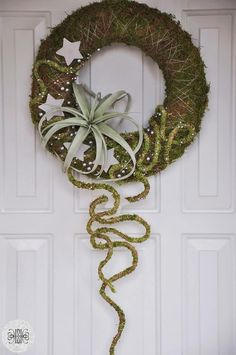 Succulent contemporary wreath. Via Fusion Flowers magazine.