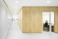 TNO Helmond – Automotive Campus by Hollandse Nieuwe - Office concentration pod Divider, Room, Furniture, Home Decor, Homemade Home Decor, Rooms, Home Furnishings, Decoration Home, Arredamento
