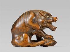 A large boxwood netsuke of a hungry wolf. Early 19th century, Auktion 1092 Asiatische Kunst I Indien, Südostasien und Japan, Lot 694
