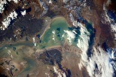 (IT) La bellezze è ovunque qui! Volando dal Mediterraneo al mar Caspio, questo è apparso tra le nuvole.
