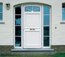 La puerta de acceso principal a nuestra casa es uno de los elementos fundamentales en el diseño del hogar, no sólo porque nos provee de la...