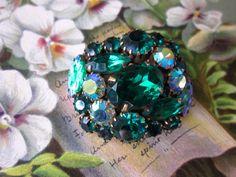 Vintage Emerald Green Molded Art Glass Rhinestone Brooch