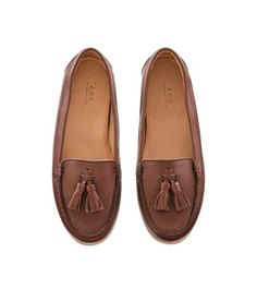 this fashion shoes shoes shoes Sock Shoes, Cute Shoes, Me Too Shoes, Shoe Boots, Shoe Bag, Brown Flat Shoes, Brown Loafers, Brown Shoe, Leather Loafers