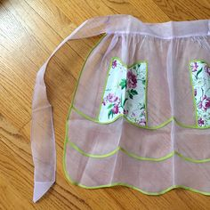 Loving this #colorcombo! Vintage sheer #hostessapron with #floralprint polished cotton pockets just listed in Etsy. 🌸🌿 1960s Kitchen, Color Combos, Floral Prints, Pockets, Cotton, Vintage, Etsy, Colour Schemes, Floral Patterns