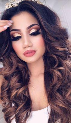 These curls with this make up look are a dream!- diese Locken mit diesem Make Up Look sind ein Traum! These curls with this make up look are a dream! Glam Makeup, Fancy Makeup, Neutral Makeup, Gorgeous Makeup, Eyeshadow Makeup, Hair Makeup, Awesome Makeup, Makeup Cosmetics, Gold Eye Makeup
