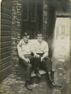 Philadelphia's Library Company opens a gay history exhibit today: That's So Gay: Outing Early America, that looks at the questions of how w. Vintage Couples, Cute Gay Couples, Vintage Love, Vintage Men, Vintage Black, Vintage Style, Vintage Photographs, Vintage Photos, Lgbt