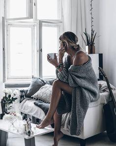 Knit Big knits on rainy days! @duniaalgeriatelier Happy Wednesday! #coziness #interior #duniaalgeriatelier @klemenswhite by mikutas