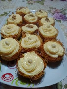 75472875_1167037340159158_6447983995748614144_n Greek Sweets, Greek Desserts, Party Desserts, Greek Recipes, Sweets Recipes, Cooking Recipes, Cooking Time, Chocolate Sweets, Food Snapchat