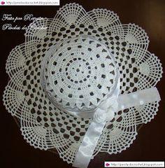 Risultati immagini per chapeus em croche Crochet Hat With Brim, Crochet Bowl, Knitted Hats, Crochet Doily Patterns, Crochet Squares, Crochet Doilies, Crochet Shoes, Crochet Clothes, Knitting Wool