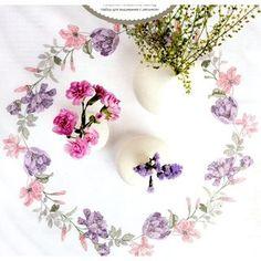 Stickpackung Tischdecke Mitteldecke Tulpenkranz, Kreuzstich vorgezeichnet