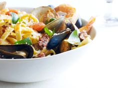 Emeril Lagasse's hearty pasta is packed with fresh shellfish and spicy chorizo. Shellfish Recipes, Seafood Recipes, Wine Recipes, Pasta Recipes, Cooking Recipes, Healthy Recipes, Healthy Meals, Delicious Recipes, Healthy Food