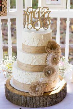 Rustic Burlap and Lace Wedding Cake / http://www.deerpearlflowers.com/rustic-wedding-details-and-ideas/2/ #countryweddingcakes