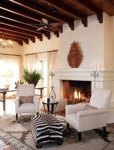 Love the zebra print in this Spanish style home! - Yoris Visinoni - Love the zebra print in this Spanish style home! Love the zebra print in this Spanish style home! Hacienda Style Homes, Spanish Style Homes, Spanish House, Spanish Style Interiors, Spanish Colonial Decor, Hacienda Decor, Spanish Revival Home, Spanish Design, Style At Home