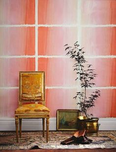 Stunning Wall Treatments That Look Rich (But Are Actually DIY) This sophisticated pink ombre statement wall is actually just pieces of wrapping paper from Rifle Paper. It appeared in House & Home in 2013 Inspiration Wand, Design Inspiration, Design Ideas, Teintes Pastel, Pastel Room, South Shore Decorating, Paper Wall Art, Templer, How To Look Rich