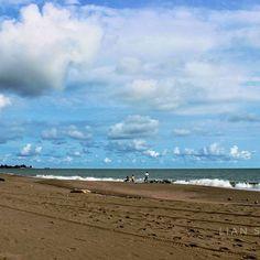 Anda tidak bisa lihat tuhan tapi bisa melihat ciptaannya.  #meulaboh #lauthindia #acehtourism #aceh #beach #view #sumatra Travel Pictures, Tourism, Photo And Video, Beach, Water, Instagram Posts, Outdoor, Water Water, Travel Photos
