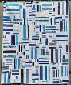 LOOK AT THE QUILTING ON THIS- I'M THINKING FREE MOTION OLIVES. I COULD DO THAT!