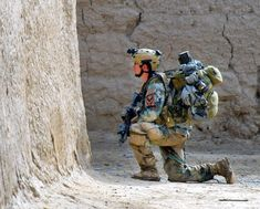 A Special Forces (Green Beret) soldier with Special Operations Task Force South takes a knee and provides security during a joint US Special Forces / Afghan Special Operations clearing operation in the Zharay district, Kandahar province, Afghanistan, Us Special Forces, Military Special Forces, Special Ops, Military Gear, Military Police, Military Personnel, Military Aircraft, Gi Joe, Army Green Beret