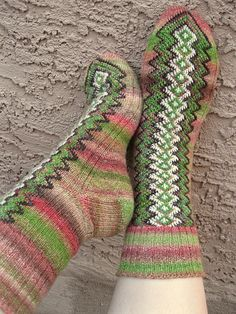 Ravelry: Project Gallery for Finn-ish Socks pattern by Janice Kang