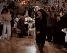 Elaine Benes dancing | AwesomeGIFs