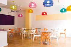 decor for ice cream shop Parlour Design, Frozen Yogurt Shop, Interior Concept, Tropical, Restaurant Design, Light Colors, Projects To Try, Ice Cream, Lights