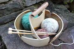 Nada mejor que un lugar donde poner el ovillo y...simplemente...tejer y tejer. Como algo tan sencillo como un simple cuenco puede se...