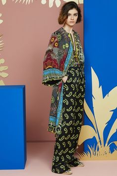 Etro Resort 2018 Fashion Show Collection Miami Fashion, Vogue Fashion, Fashion 2018, Fashion Week, Runway Fashion, Boho Fashion, Fashion Outfits, Fashion Trends, Colourful Outfits