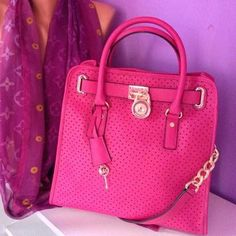 Michael Kors Out-let, 2016 Womens Fashion Styles Michael Kors Hamilton MK Handbags Out-let High-Quality And Fast-Delivery Here. Pink Michael Kors Bag, Cheap Michael Kors Bags, Michael Kors Outlet, Handbags Michael Kors, Michael Kors Hamilton, Mk Handbags, Designer Handbags, Fashion Handbags, Handbag Stores