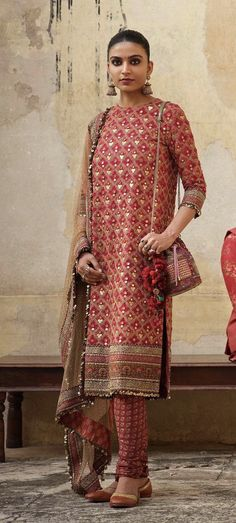 Sabyasachi's detailed new kurta from their Winter 2019 Collection looks like a delight to wear - Dress Indian Style, Indian Dresses, Indian Attire, Indian Ethnic Wear, Pakistani Outfits, Indian Outfits, Indian Designer Suits, Desi Wear, Beachwear Fashion
