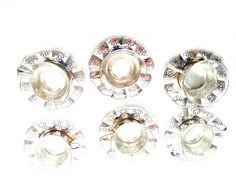 6 Teegläser aus Glas im silberfarbigem Einsatz und Unterteller – 12 Teile. Original 70er Jahre. Bst.-Nr.RGE1016. Keine Neuware.