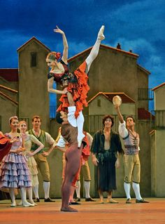 Marianela Nunez and Carlos Acosta in Don Quixote.© Dave Morgan, by kind permission of the Royal Opera House. 16-10-2013